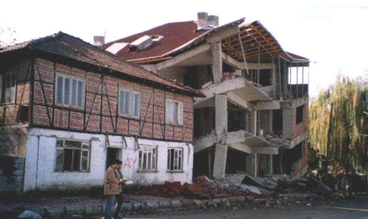 1783 nasce il primo rivoluzionario regolamento antisismico d europa voluto dai borboni1783 - Casa senza fondamenta terremoto ...